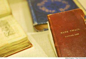 Mark Twain tự bọc bìa da cho sổ tay của ông