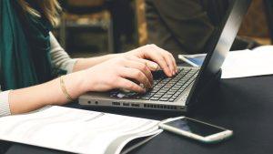 Tại sao bạn nên ghi chép bằng sổ tay thay vì Laptop