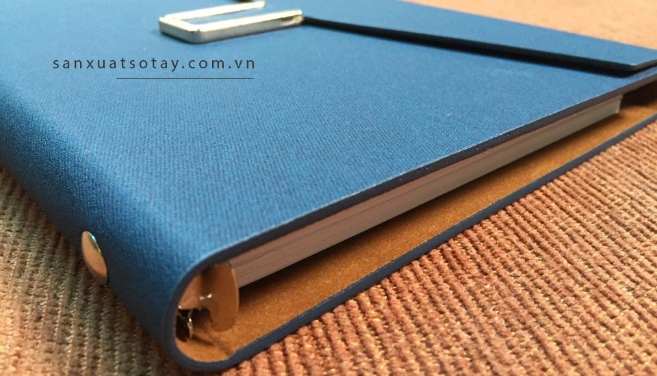 Công nghệ lăn sơn cạnh cùng bìa PU cao cấp tạo vẻ ngoài đơn giản,sang trọng và gọn gàng cho cuốn sổ