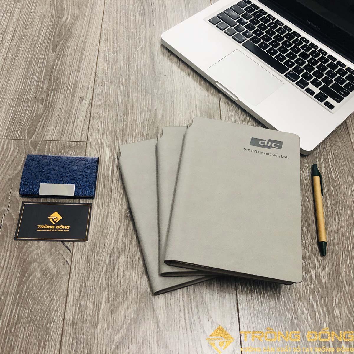 Cung cấp sản phẩm sổ da dán gáy in logo DIC cho doanh nghiệp.