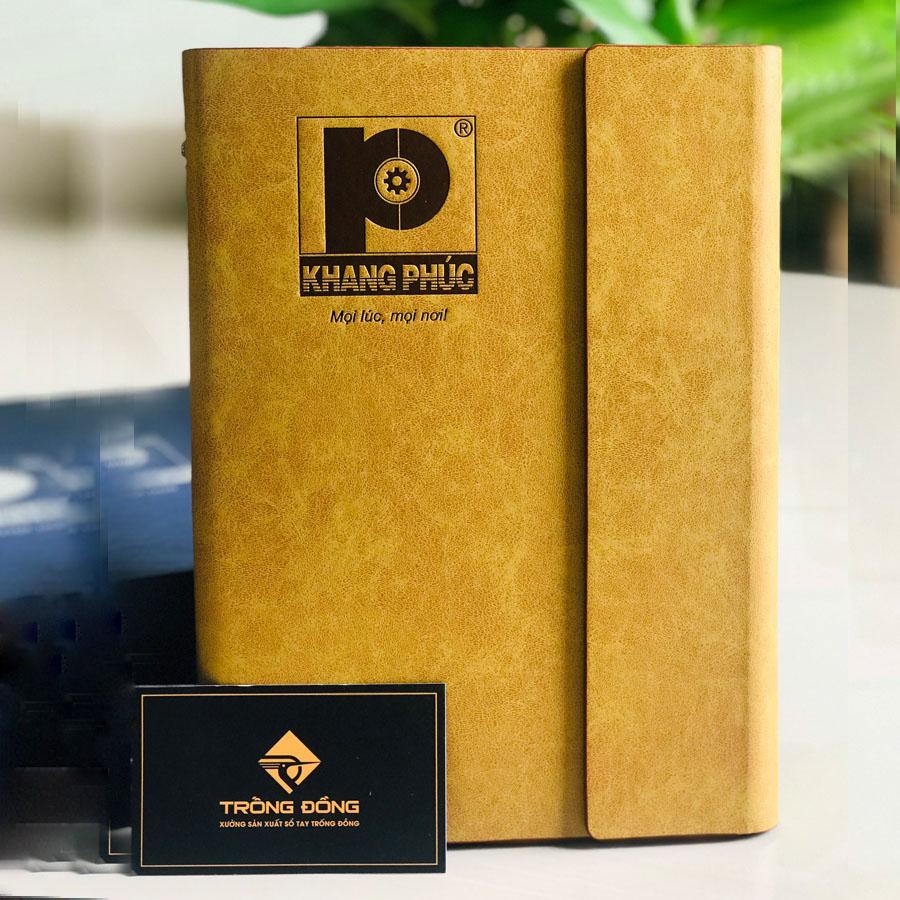 Logo Công ty cổ phần công nghệ Khang Phúc được ép lún theo yêu cầu lên sổ bìa còng da PU.