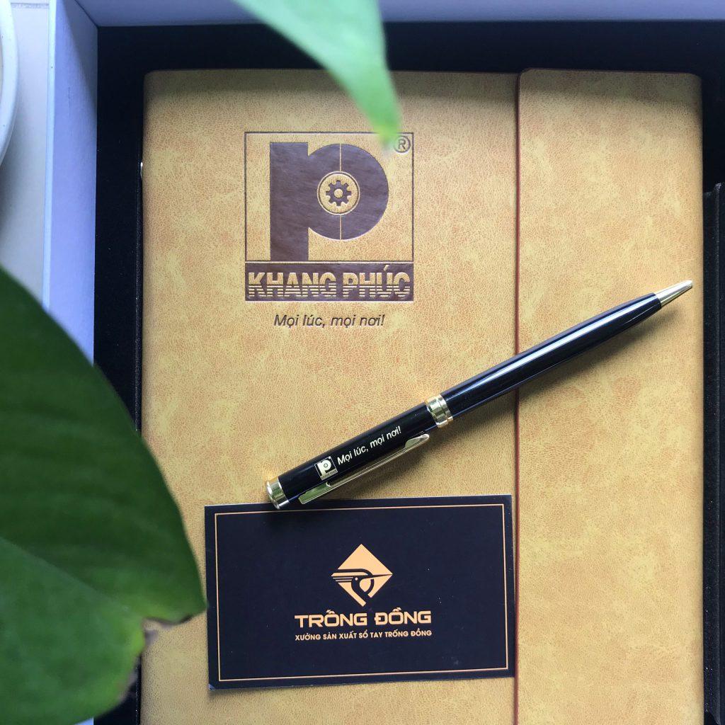 Khắc Logo Khang Phúc lên bút kim loại BK191 làm combo quà tặng quảng cáo cho doanh nghiệp.