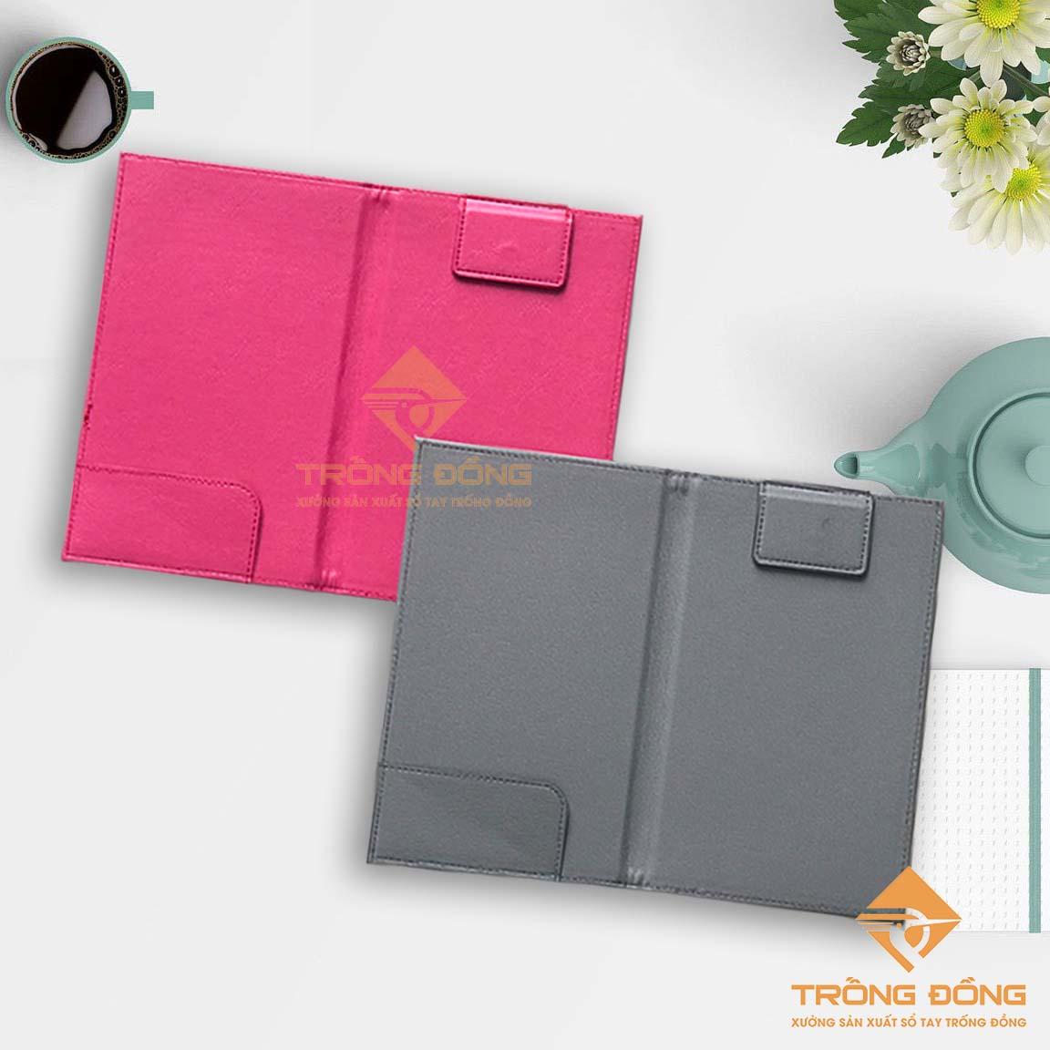 Bìa kẹp bill bằng da simili màu hồng và xám có tai gấp kẹp bill và thanh kẹp giữ tiền.